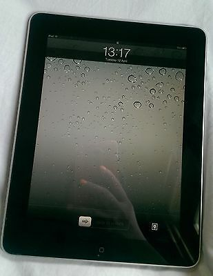 Apple iPad 1st Generation 32GB, Wi-Fi, 9.7in - Space Silver