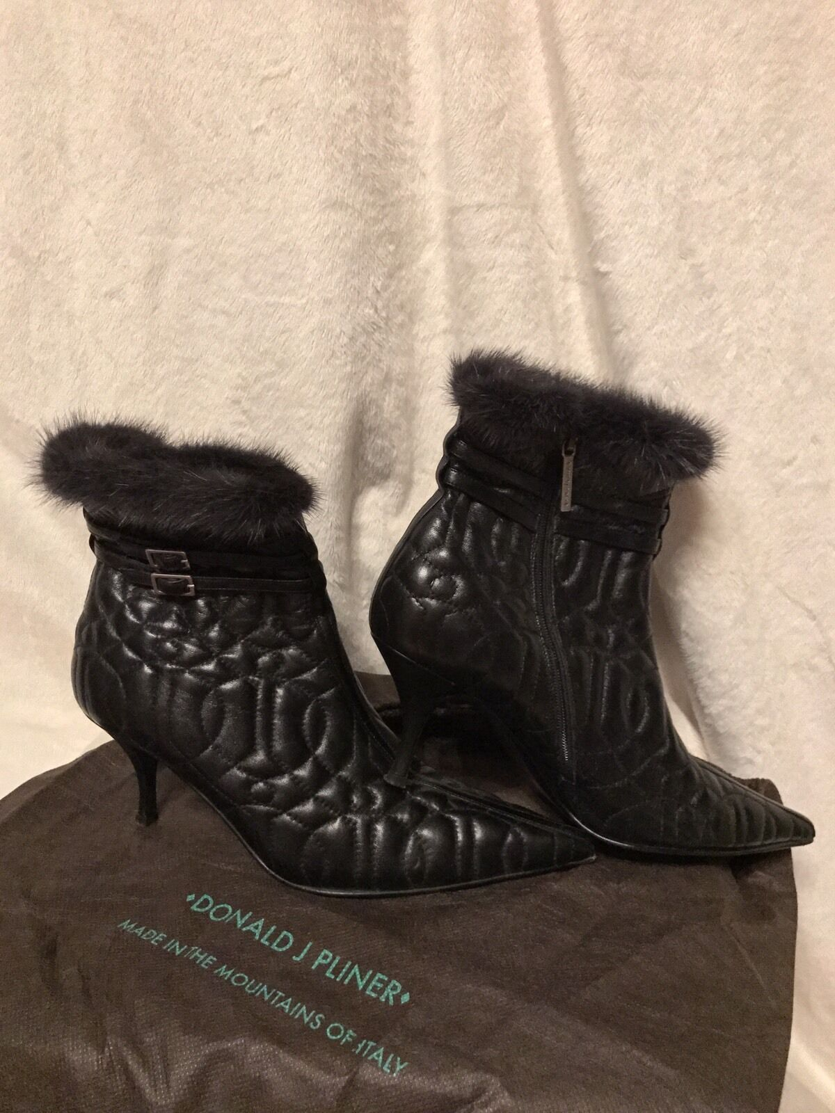 DONALD J PLINER COUTURE Black Quilted Leather MINK TRIM Ankle Booties shoes, 8.5