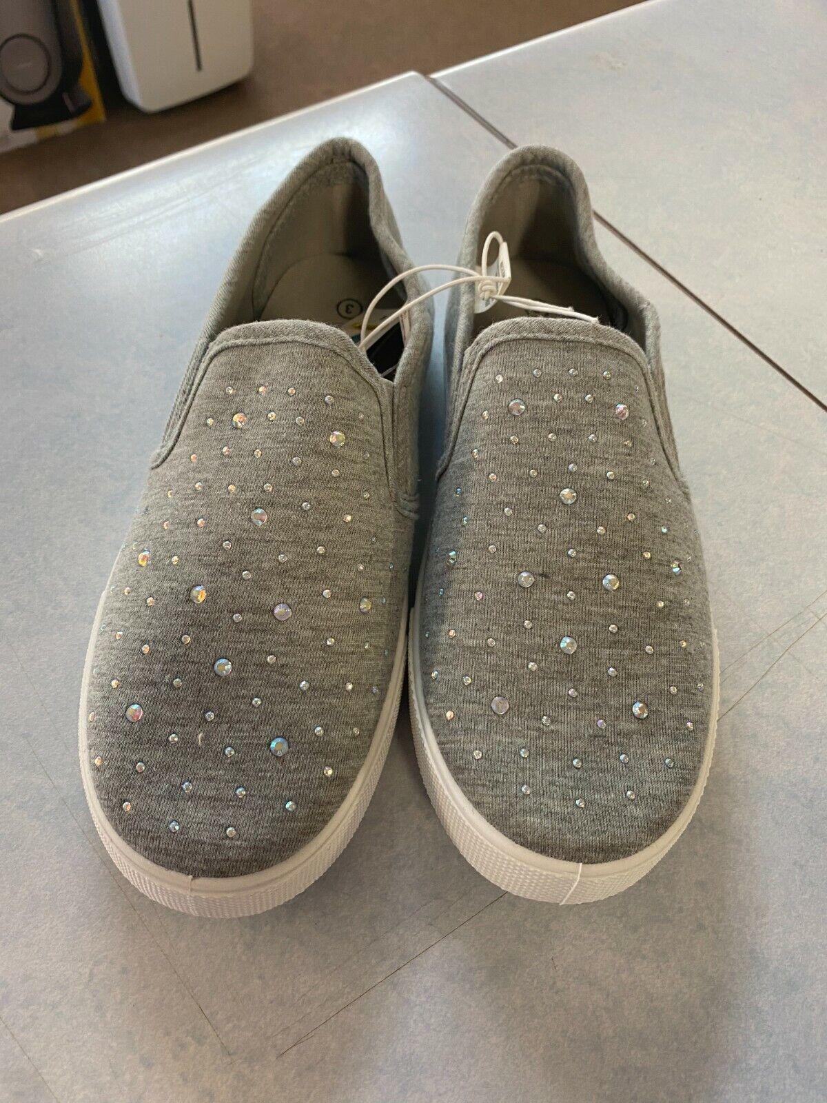 Bobbie Brooks Girl/'s Gray Studded Casual Slip-On Shoes Bin #17