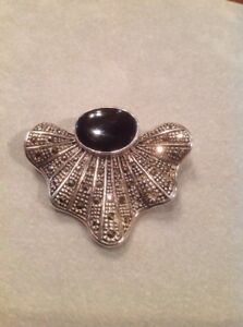 STERLING-SILVER-92-5-PURE-SILVER-PIN-WITH-MARCASITE-amp-LARGE-OVAL-ONYX-GEMSTON