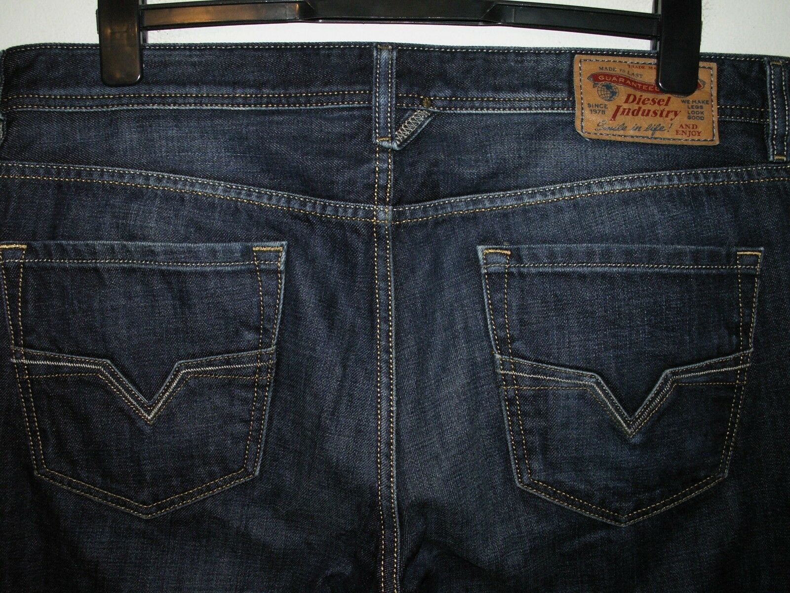 DIESEL LARKEE REGULAR-STRAIGHT FIT JEANS 0074W W36 L32 (5335)