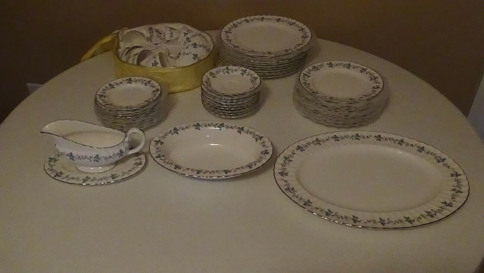 ROYAL WORCESTER 1965 CHAPEL HILL SERVICE FOR 10