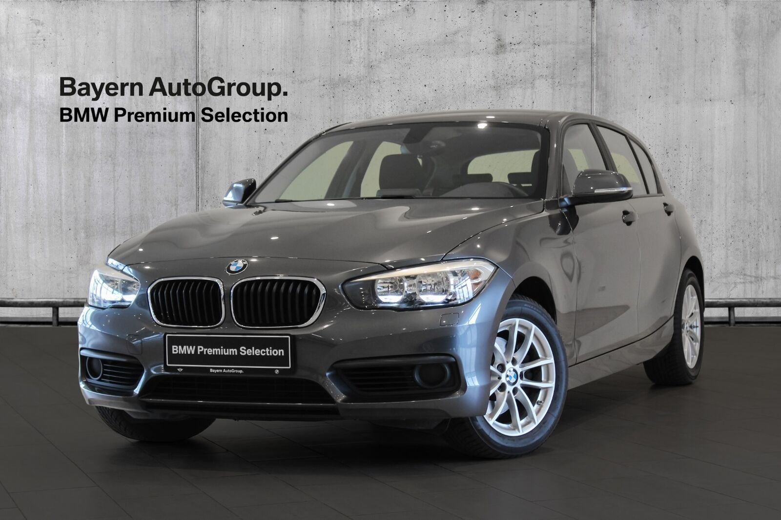 BMW 120i 2,0 Connected 5d