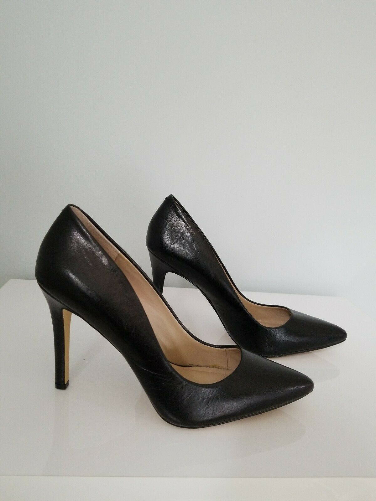 Womens black Stiletto Heel  leather pointed toe pumps size 9 Saks fifth avenue
