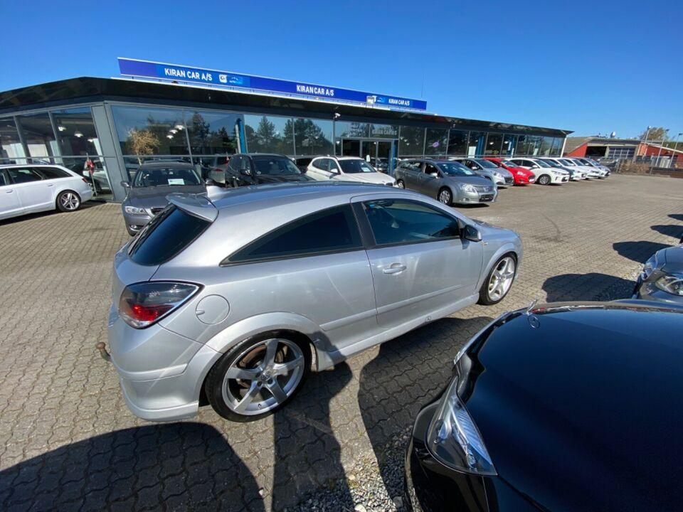 Opel Astra 1,8 Enjoy GTC Benzin modelår 2006 km 250000