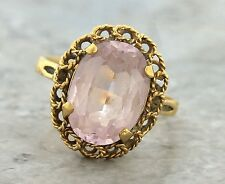 Ladies Vintage 1960s 18K 750 Yellow Gold Oval Lavender Amethyst Cocktail Ring