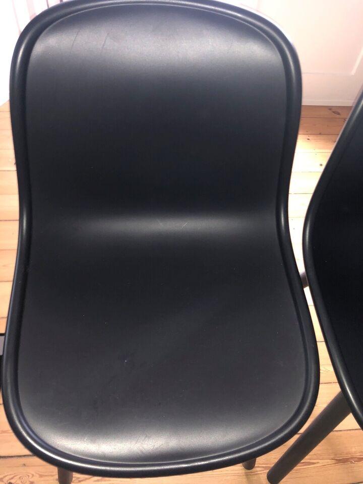 Spisebordsstol, Skal: Polypropylene- Ben:sort egetræ ,