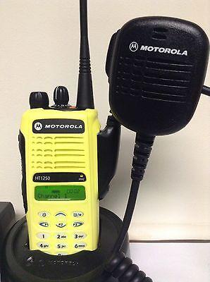 MOTOROLA HT1250 UHF 403-470 128ch radio AAH25RDH9AA6AN w// Bat Charger Mic XTS CP