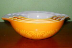 VTG 4 Pyrex Ovenware Nesting Bowl Set Orange Yellow Daisy Pattern Pour Spout