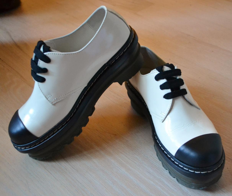fino al 50% di sconto Marni Ivory & nero Oxford scarpe scarpe scarpe with Rubber Soles Dimensione 37 - US Dimensione 7  spedizione e scambi gratuiti.