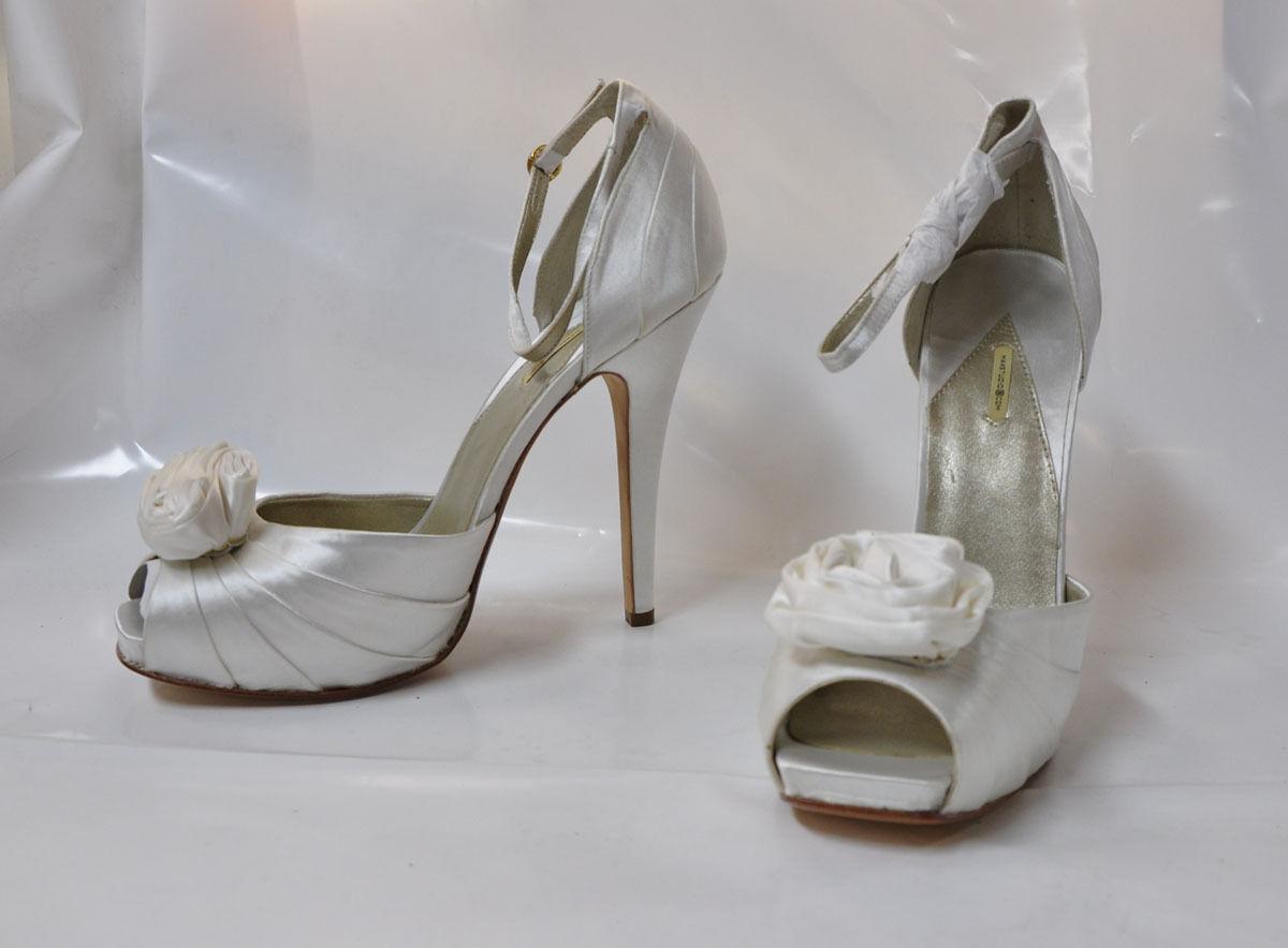MaxStudio  Ionia  blanc satin hi-heel ankle strap sandal - Taille 11, 5.5  heel