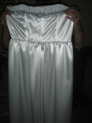 a stunning wedding dress in whie satin