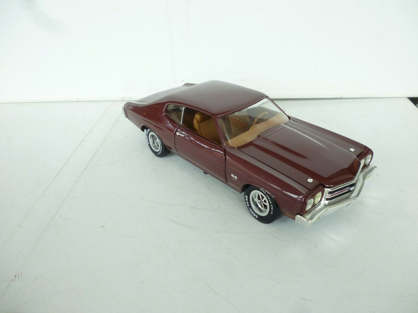1970 CHEVROLET CHEVELLE SS 454 IN Dark Maroon   rot    Ohne box