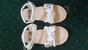 Next Niñas Blanco Sandalias Talla 12 usado una vez en la casa