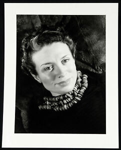 Frauenportrait-1937-2005-Fotografie-Silbergelatine-print-WOLS-1913-1951-D