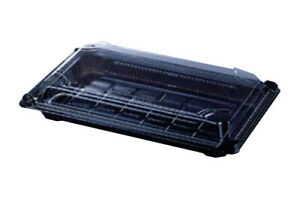 SMALL-FOOD-TRAYS-WITH-BLACK-PLASTIC-BASES-AND-CLEAR-PLASTIC-LIDS-FOR-COLD-FOOD