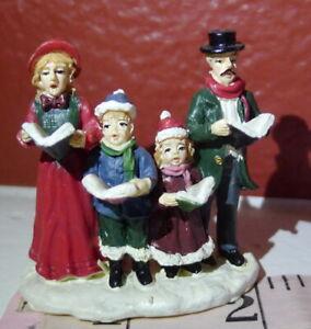 Grandeur-Noel-Victorian-Village-Caroling-Family-Christmas-1999-Miniatures