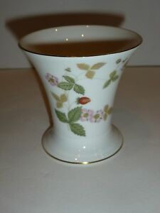 Entertain Gather And Turn Your House Into A Home That S Undeniably Yours With The Wild Strawberry Bone Oven To Table Vase By Wedgwood