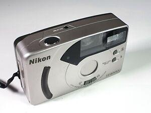 Nice-Vintage-Nikon-EF400SV-35-mm-Film-Camera-28mm-lens-Focusfree-amp-Red-Eye-red