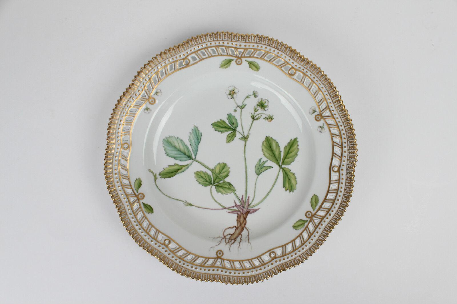 Flora Danica Royal Copenhagen 10  large Plate lace 20 3553 3535 1 quality danish