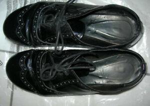 Chaussures à lacets richelieu vernies noires taille 37 marque MINELLI femme