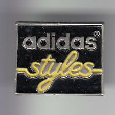 RARE PINS PIN'S .. SPORT CHAUSSURE SHOES SPORTWEAR ADIDAS TEAM STYLES JAUNE ~DG