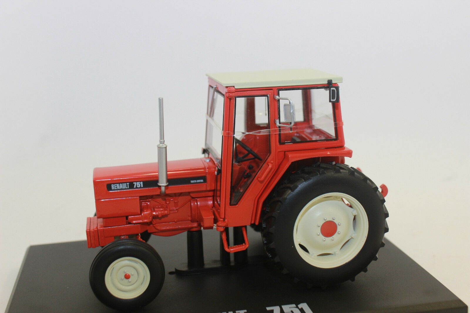 Replica Gri 121 Renault Tractor 751 2 wd 1 3 2 NEW BOXED
