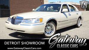 1999-Lincoln-Town-Car