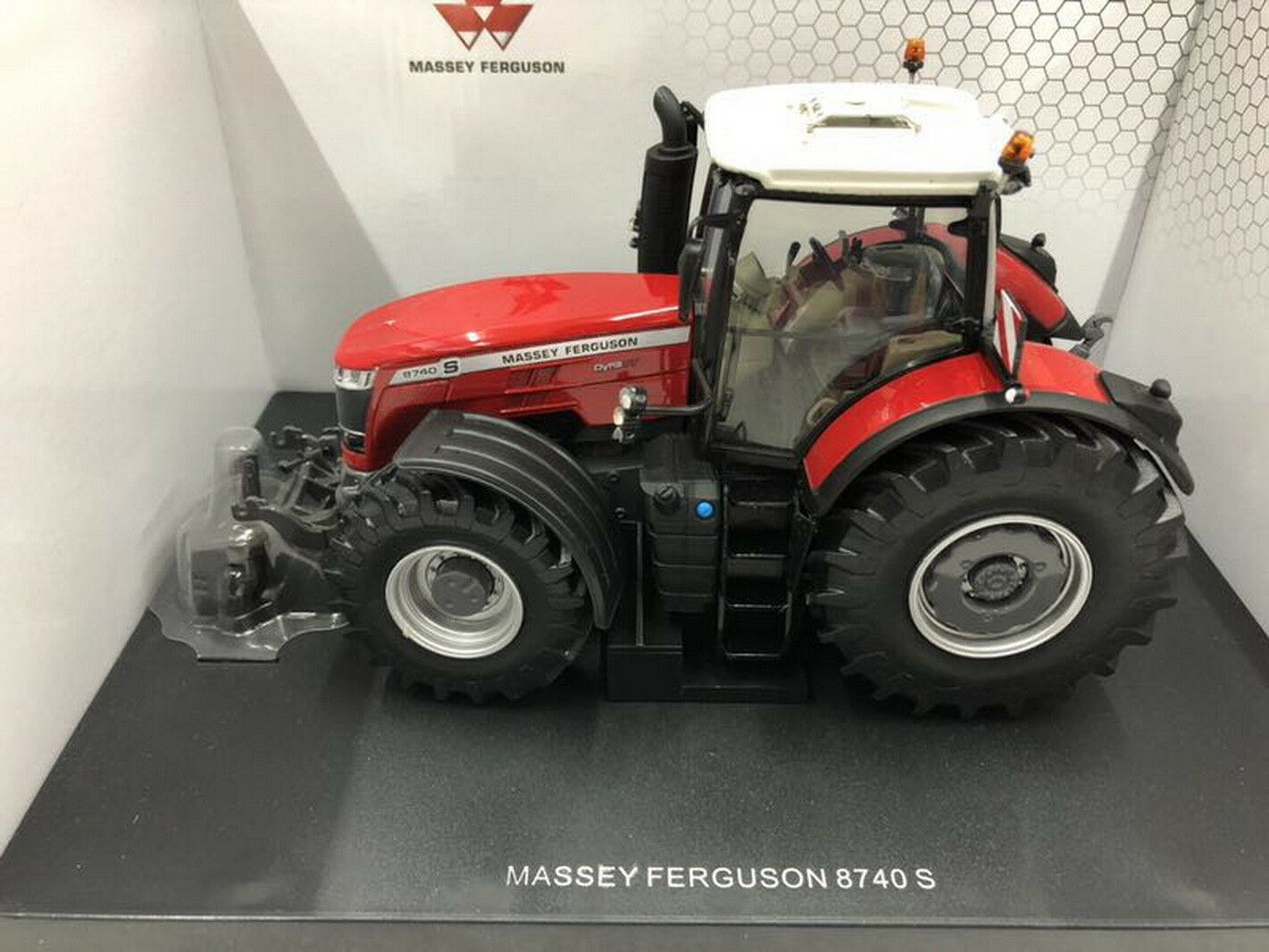 UNIVERSAL HOBBIES 1 32 Massey Ferguson 8740 S Diecast Model UH5293