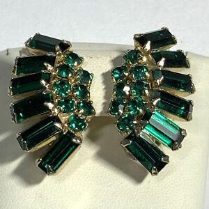VINTAGE-ESTATE-Emerald-Green-Rhinestone-EARRINGS-Fan-BAGUETTE-Gold-Prong-CLIP