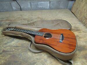 Taylor Baby Acoustic BT2 Guitar w/ factory case     (Lot B357)