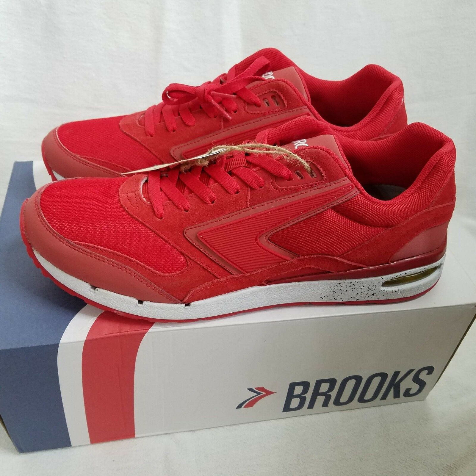 Brooks Mens Fusion Red   Red Reflective Casual Running shoes Size 12 MSRP  109.99