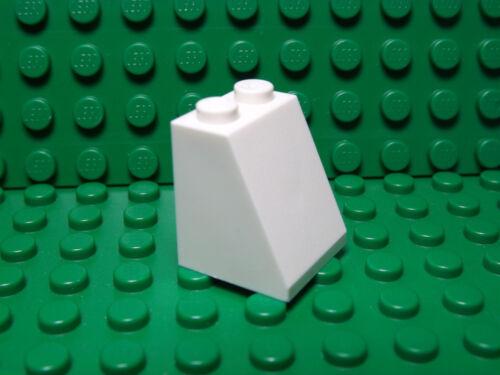 Lego NEW white 2 x 2 x 2 sloped bricks    Lot of 4