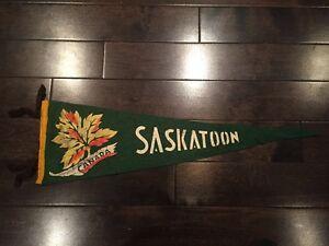 Vintage-Saskatoon-Saskatchewan-Pennant-Felt-Banner-Canada-Souvenir-SK-1950-039-s
