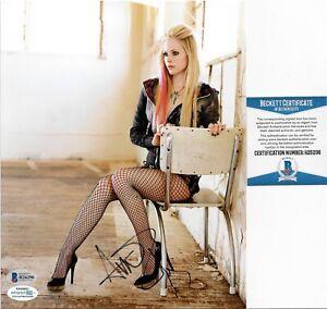 Avril-Lavigne-Signed-8x10-Photo-BAS-COA-Autograph-H26298-Rare-Sexy