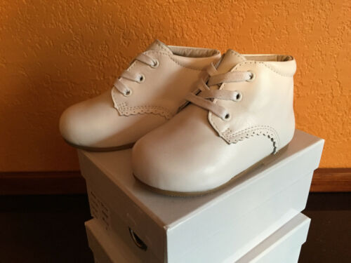 Toddler Boy Girls Shoes White Leather US Size 6 Compared Stride Rite Walker