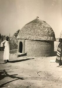 Cameroun-case-obus-Rhumsiki-Afrique-Kapsiki-CIRCA-1950-tirage-argentique