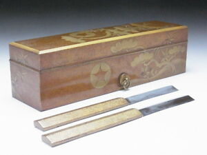 Attention-Razor-with-a-lacquered-box-owned-by-a-Japanese-shogun-in-the-17th