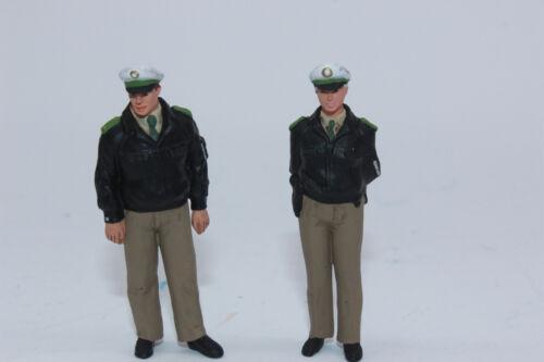 Preiser 63100 policiers VERTE uniforme debout 2 PERSONNAGES 1:32 NOUVEAU dans neuf dans sa boîte