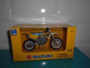 11-02-18-5-MOTO-miniature-Suzuki-RM-Z450-1-18-jaune-NEWRAY