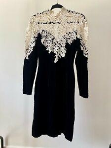 Vestido-de-noche-Vintage-Negro-Terciopelo-amp-Floral-Coctel-Encaje-Blonda-a-mano-uno-de-una-clase
