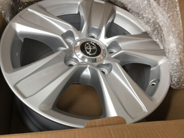 LandCruiser 200 Series GXL UPDATE Toyota (Genuine) Alloy Wheel x 1 - 2016-2019