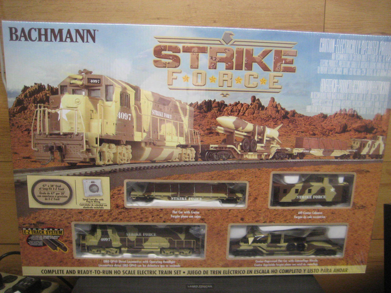 Ho Bachmann Strike Force Conjunto de tren eléctrico con E-z Track Sistema GP40 Diesel Loco