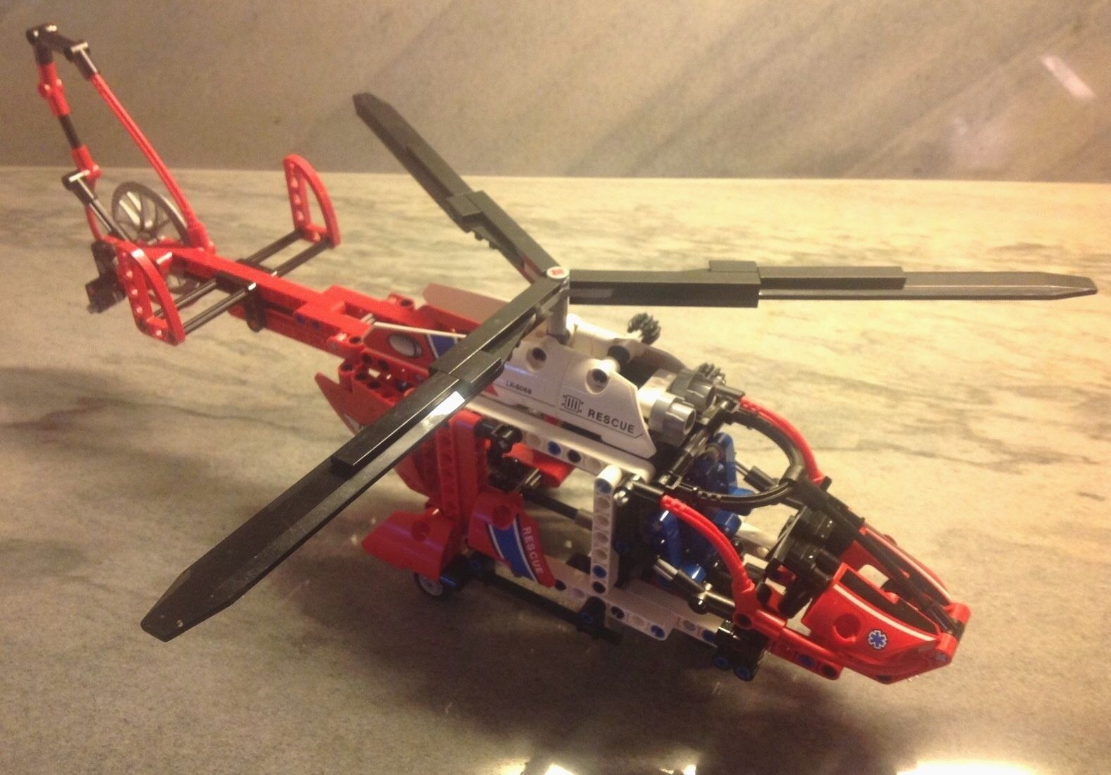 LEGO ® Technic 8068 - Rescue Helicopter - Release Year  2011 - 100% complete