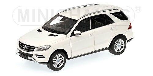 Skalmodellllerl 1  18 Mercedes -Benz M -Klasse 2011 (vit)