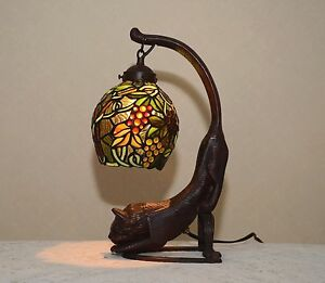 18 5 034 h cat grape vine stained glass tiffany style table desk lamp. Black Bedroom Furniture Sets. Home Design Ideas