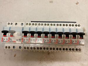 Lot de10 disjoncteurs Legrand Et Différentiel