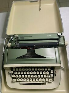 Vintage Royal Sabre Portable Manual Typewriter With Case & Key, Great condition
