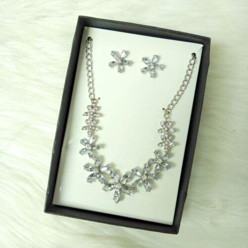 New Women/'s Costume Jewelry Set Diamond Flower Rhinestones Necklace /& Earrings