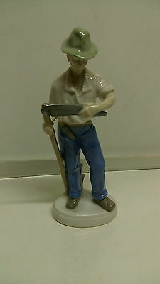 Porzellanfigur 24 cm Mann mit sense( Hut ) gemarkt * Krone - GDR